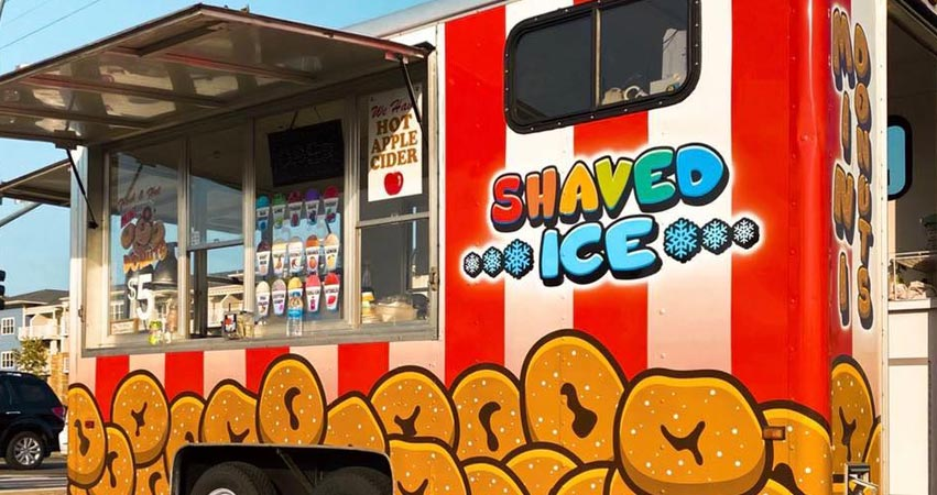 Keo's Shaved Ice Red and White Food Truck